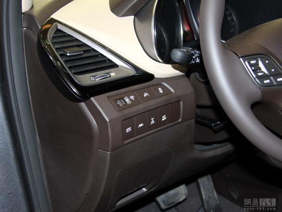 车载220v逆变器   而在安全配置上,我们可以看到,进口全新胜达标配了