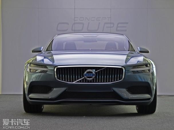 北京时间8月29日,沃尔沃在位于哥德堡的设计中心发布了最新概念车沃尔沃Concept Coupe,预计该车将会在法兰克福车展中再次亮相。据悉,这款车型代表着沃尔沃全新的设计语言,未来该设计语言将会在量产车型新款XC90和S80中体现出来。       【沃尔沃Concept Coupe概念车】   沃尔沃此次发布的全新设计语言选择在一款Coupe车型上,一方面显示了其未来将采用的SPA平台的灵活性,另一方面也是向其上世纪60年代Pelle Petterson设计的经典跑车P1800致敬。这款概念车采用了运