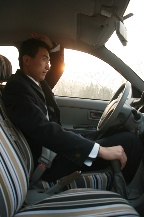 注:帅哥身高185CM-深度试驾天津一汽夏利N5图片 249411 550x825