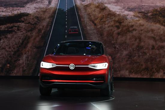2018年3月23日,大众汽车品牌在北京举行全系SUV集结驾临暨全新一代途锐全球首发仪式,并发布了旗下专为中国消费者打造的新一代SUV系列车型。全新一代途锐作为大众汽车品牌的旗舰车型在北京迎来全球首发,同时,一汽-大众全新T-Roc、一汽-大众Advanced Mid-Size SUV以及上汽大众Powerful Family SUV悉数重磅亮相。    大众汽车品牌中国CEO冯思翰博士(Dr.