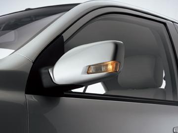 夏利n5采用中级车常用的方形电动后视镜,视角大,视野宽,死角少,转向灯